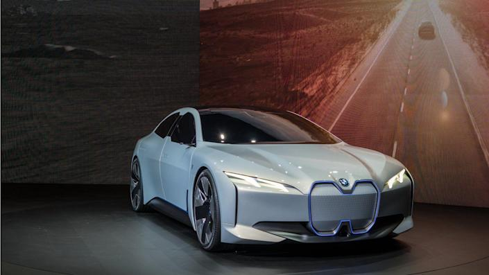 bmw-gears-up-to-sell-half-a-million-electric-cars-by-2019.jpg