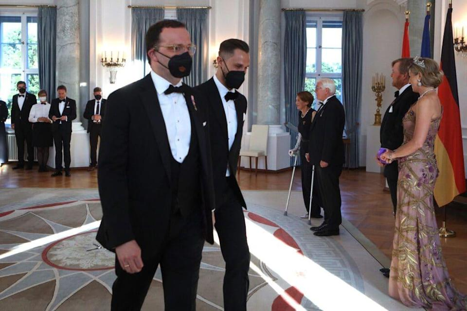 Jens Spahn (L) and his husband Daniel Funke attend a banquet at Bellevue Palace. (Christian Marq