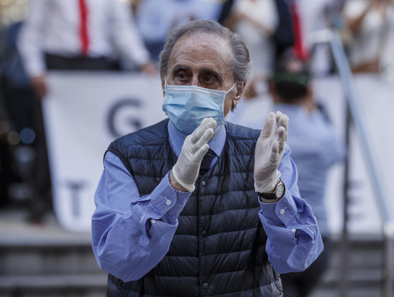 MADRID, SPAIN - MAY 17: (BILD ZEITUNG OUT) jaime Peñafiel is seen during the applause at 8 p. m. in recognition of the work of doctors, nurses and assistants fighting the coronavirus in hospitals in Spain is seen on 17. May 2020, in Madrid, Spain. (Photo by DeFodi Images via Getty Images)