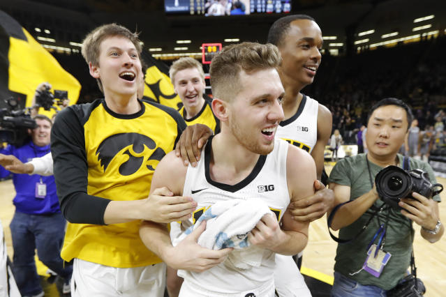 "Iowa guard <a class=""link rapid-noclick-resp"" href=""/ncaab/players/136095/"" data-ylk=""slk:Jordan Bohannon"">Jordan Bohannon</a> celebrates with teammates after hitting a game-winning three. (AP Photo/Charlie Neibergall)"