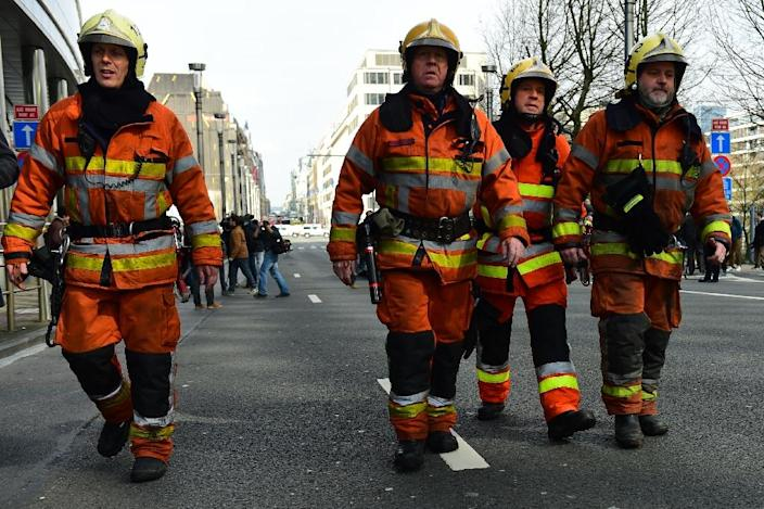Belgian firefighters arrive at a security perimeter set near Maalbeek metro station in Brussels, on March 22, 2016 (AFP Photo/Emmanuel Dunand)