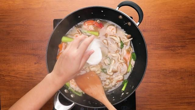 Pouring slurry into gravy in a pan