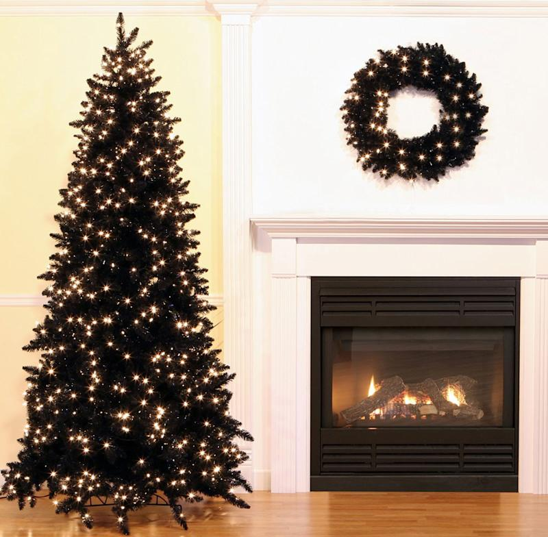 Black People Christmas Pictures.Black Is The New Evergreen See The New Christmas Tree Trend