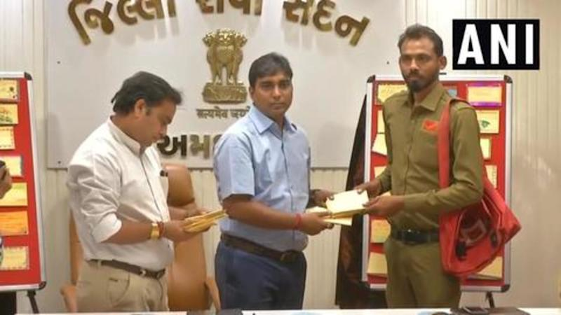 IAS officer sends out postcards to first-time voters