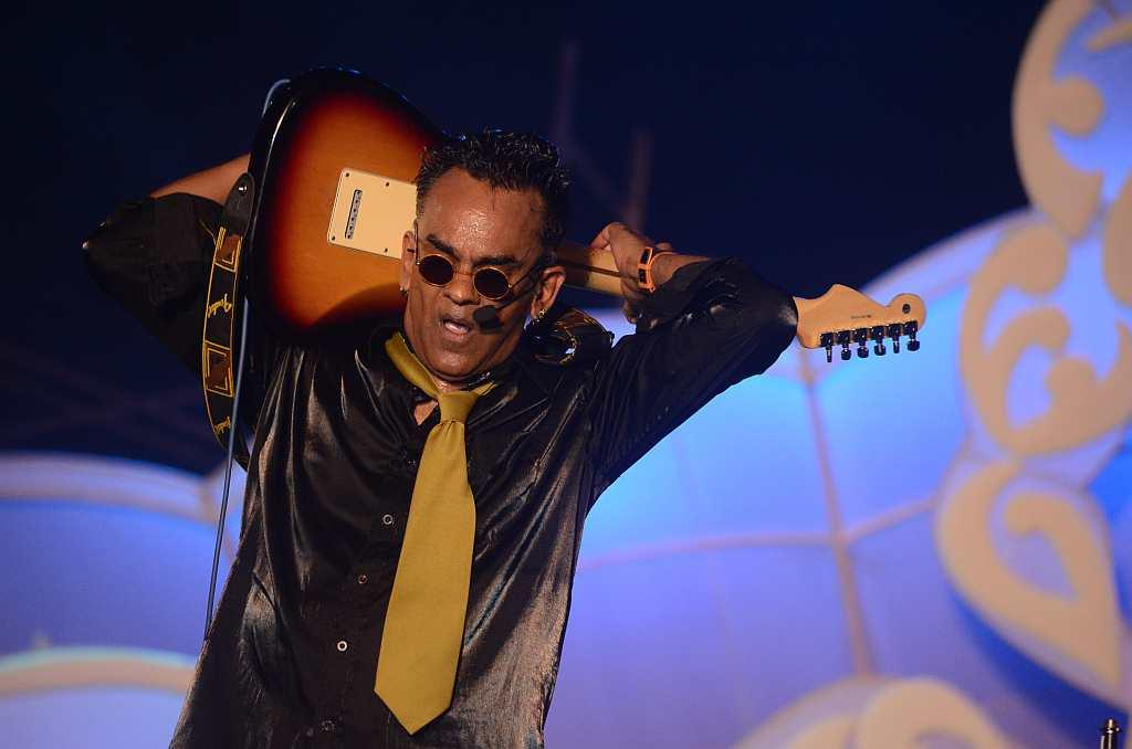 Goan pop sensation Remo Fernandes sings some of his popular English and Goan numbers.