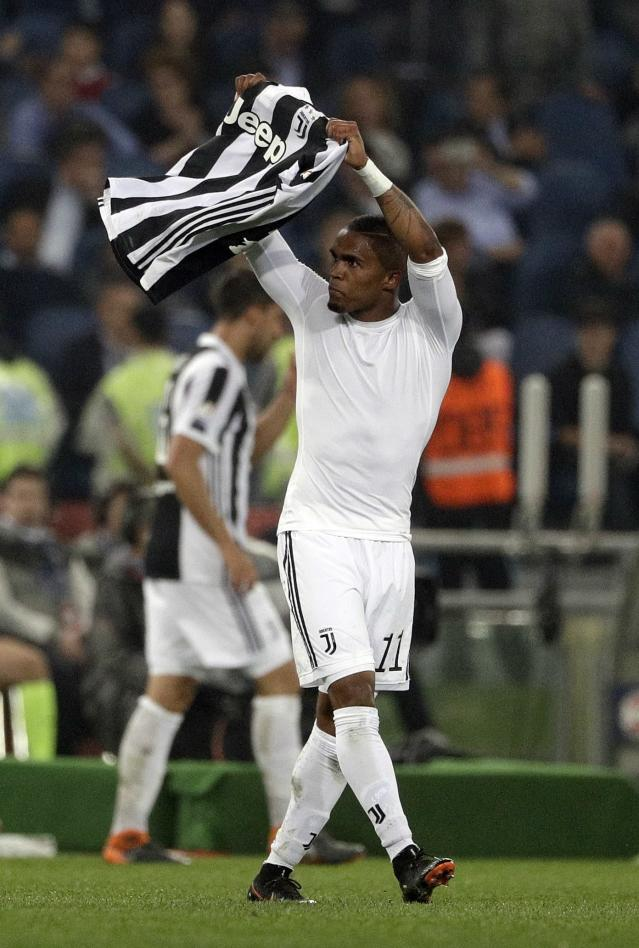 Juventus' Douglas Costa celebrates after scoring his side's second goal during the Italian Cup final soccer match between Juventus and AC Milan, at the Rome Olympic stadium, Wednesday, May 9, 2018. (AP Photo/Gregorio Borgia)