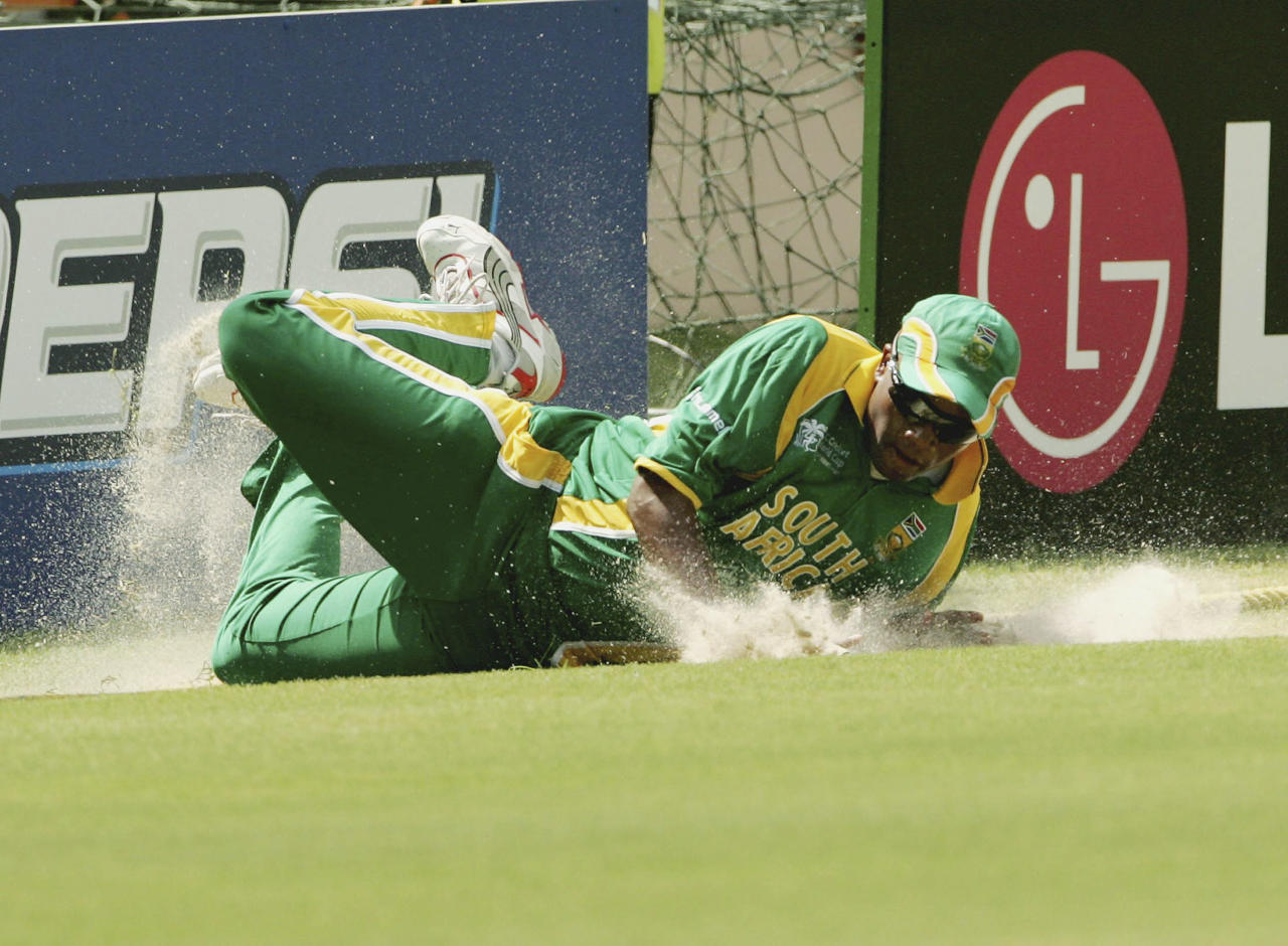 ST GEORGE'S, GRENADA - APRIL 10:  Loots Bosman in action fielding on the boundary during the Cricket World Cup Super 8 match between South Africa and West Indies at the Grenada National Stadium on April 10, 2007 in St George's, Grenada.  (Photo by Duif du Toit/Gallo Images/Getty Images)