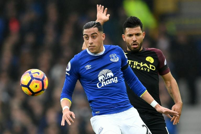 Everton defender Ramiro Funes Mori (L) vies with Manchester City striker Sergio Aguero during the English Premier League match at Goodison Park in Liverpool, north-west England on January 15, 2017