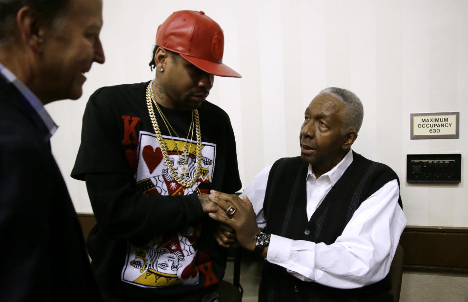 Retired NBA player Allen Iverson talks with former Georgetown coach John Thompson during the Naismith Hall of Fame class of 2016 announcement on April 4, 2016, in Houston, Texas. (AP)