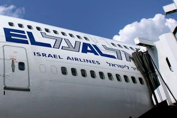 flight delayed after ultra orthodox jewish man refuses to sit next to woman