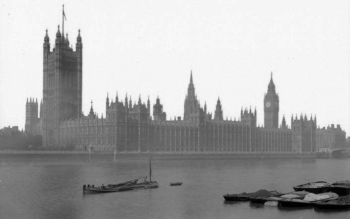 The houses of Parliament in London. Built from plans by Sir Charles Barry between 1840 and 1860 in a late gothic style - Hulton Archive