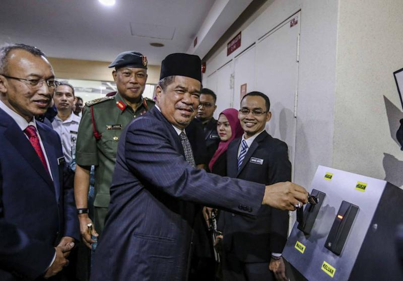 Mat Sabu Clocks In As Defence Minister For The First Time Today May
