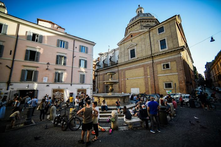 People drink in a square in Rome on May 21, 2020, despite government warnings that people should continue to respect social distancing rules. (Photo: FILIPPO MONTEFORTE via Getty Images)