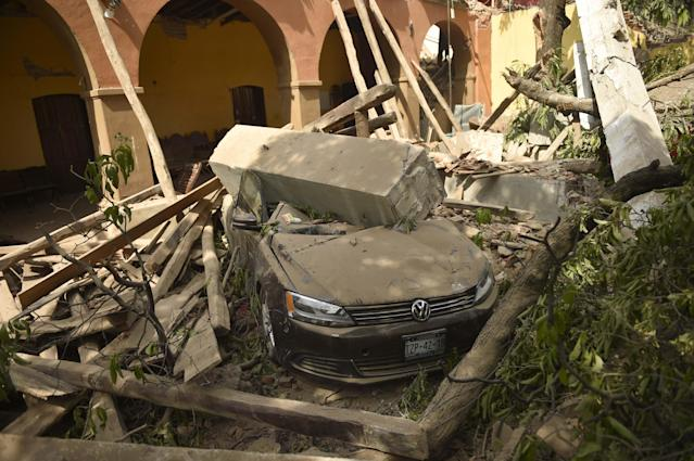 <p>View of damage caused in Juchitan de Zaragoza, in the southern Mexican state of Oaxaca, on Sept. 8, 2017, where buildings collapsed after an 8.2 earthquake that hit Mexico's Pacific coast overnight. (Photo: Pedro Pardo/AFP/Getty Images) </p>