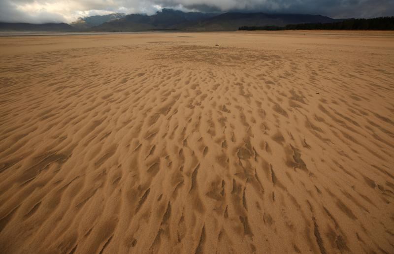 "Sand blows across a normally submerged area at Theewaterskloof dam near Cape Town, South Africa, January 20, 2018. The dam, which supplies most of Cape Town's potable water, is currently dangerously low as the city faces ""Day Zero"", the point at which taps will be shut down accross the city. Picture taken January 20, 2018. REUTERS/Mike Hutchings"