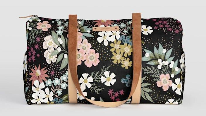 How pretty is this vibrant floral pattern?