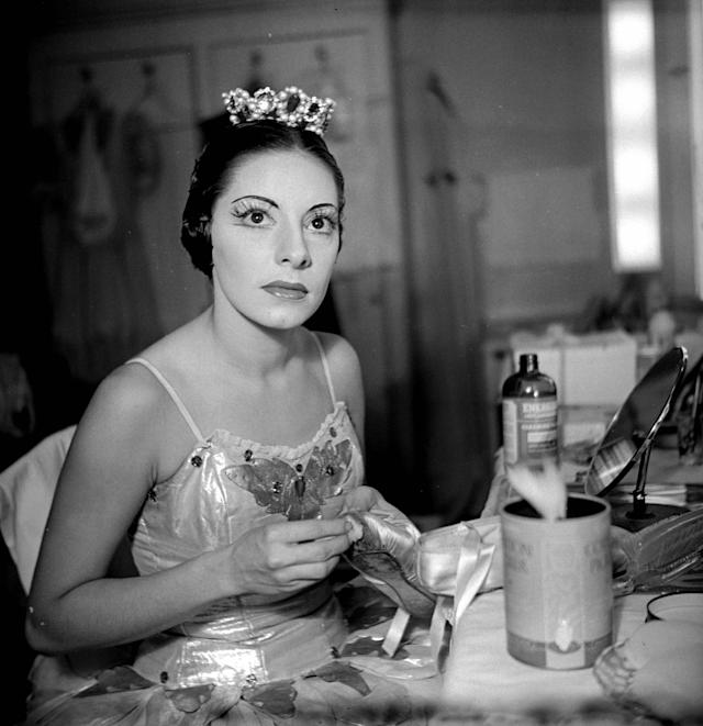 FRANCE - 1955: Alicia Alonso, Cuban dancer. Paris. (Photo by Roger Viollet via Getty Images/Roger Viollet via Getty Images)