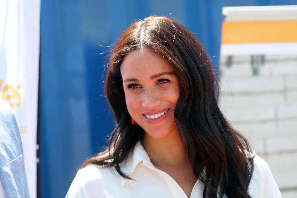 JOHANNESBURG, SOUTH AFRICA - OCTOBER 02: Meghan, Duchess of Sussex visits a township with Prince Harry, Duke of Sussex to learn about Youth Employment Services on October 02, 2019 in Johannesburg, South Africa.  (Photo by Chris Jackson/Getty Images)