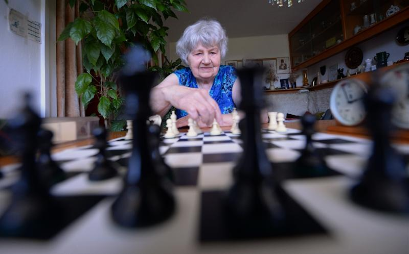 Hungarian chess master, 87-year-old Brigitta Sinka, plays a game in her home on May 7, 2015 in Budapest (AFP Photo/Attila Kisbenedek)