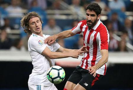 Soccer Football - La Liga Santander - Real Madrid vs Athletic Bilbao - Santiago Bernabeu, Madrid, Spain - April 18, 2018 Real Madrid's Luka Modric in action with Athletic Bilbao's Raul Garcia REUTERS/Susana Vera