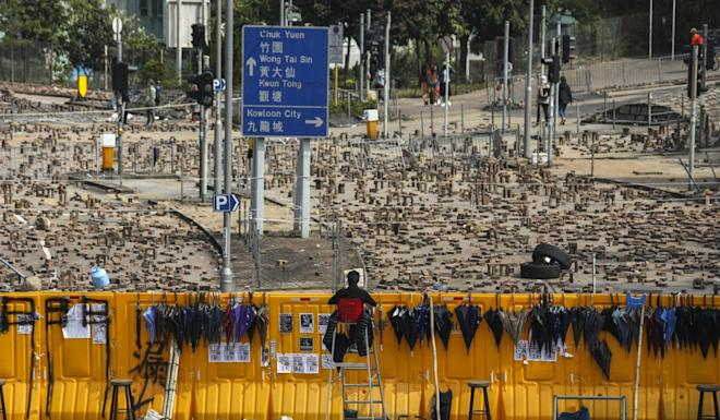 Protesters set up roadblocks outside Baptist University in preparation for clashes with riot police on Thursday. Photo: Xiaomei Chen