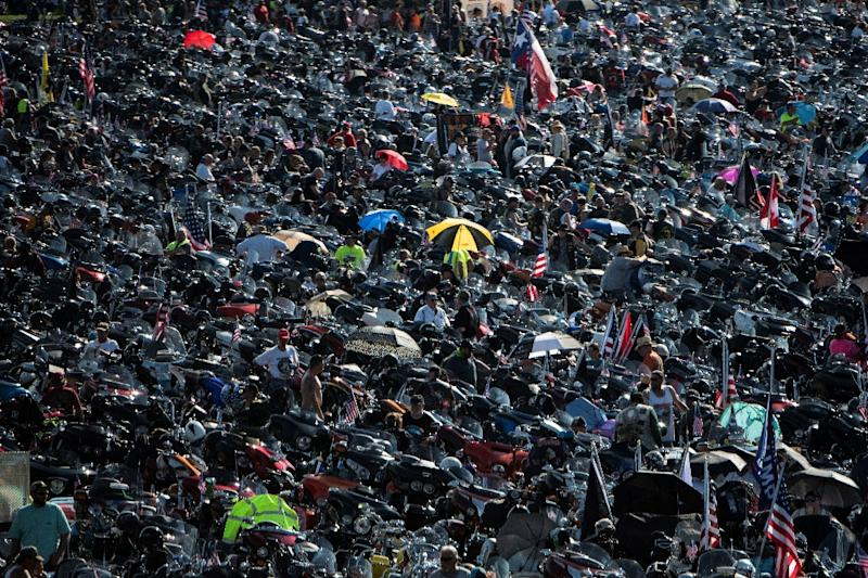 """Tens of thousands of bikers gather on a Pentagon parking lot before taking part in the """"Rolling Thunder"""" parade honoring war veterans during Memorial Day weekend (AFP Photo/Eric BARADAT)"""