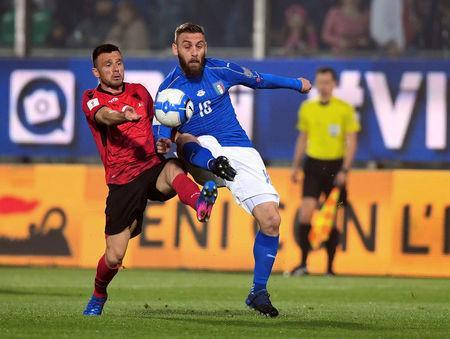 Football Soccer - Italy v Albania - World Cup 2018 Qualifiers - Group G - Renzo Barbera stadium, Palermo, Italy - 24/3/17. Italy's Daniele De Rossi and Albania's Ledian Menushaj in action. REUTERS/Alberto Lingria
