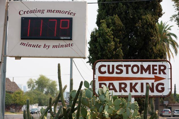 A thermometer sign displays a temperature of 117 degrees Fahrenheit on Tuesday in Phoenix. (Photo: Caitlin O'Hara via Getty Images)