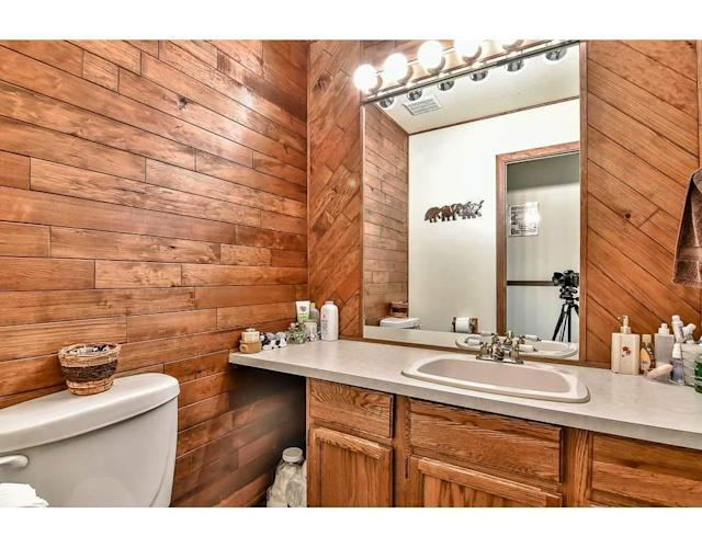 <p><span>1281 Lansdowne Dr., Coquitlam, B.C.</span><br> There are also three bathrooms, so you won't find yourself waiting in line to brush your teeth in the morning.<br> (Photo: Zoocasa) </p>