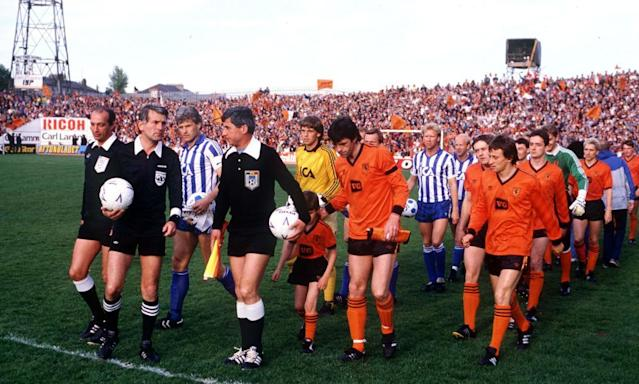 """<span class=""""element-image__caption"""">Dundee United and IFK Gothenburg emerge for their Euro Vase second leg at Tannadice Park.</span> <span class=""""element-image__credit"""">Photograph: Bob Thomas/Getty Images</span>"""