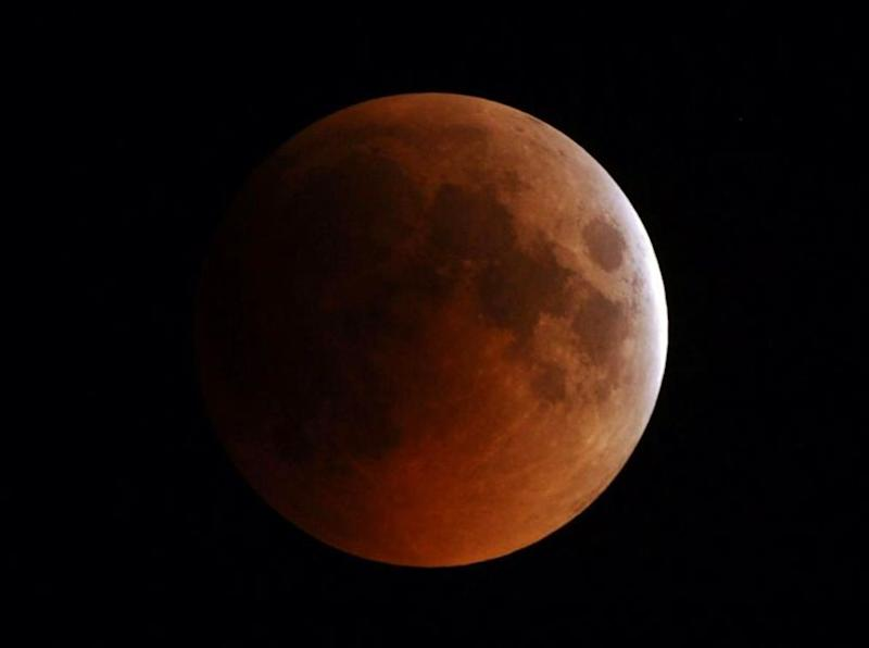 Total Lunar Eclipse 2014: Where to Watch Blood Moon Online