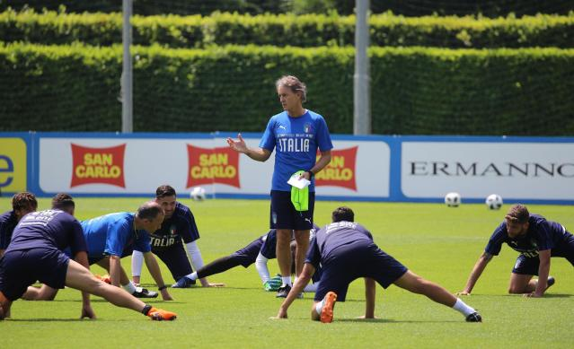 Roberto Mancini, coach of the Italian national soccer team, center, leads a training session at the Coverciano Sports Center, near Florence, Italy, Thursday, May 24, 2018. (Claudio Giovannini/ANSA via AP)