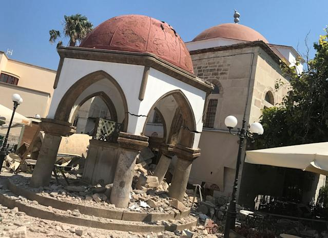 <p>Debris of the collapsed minaret sits around a mosque after an earthquake in Kos on the island of Kos, Greece Friday, July 21, 2017. (Photo: Michael Probst/AP) </p>