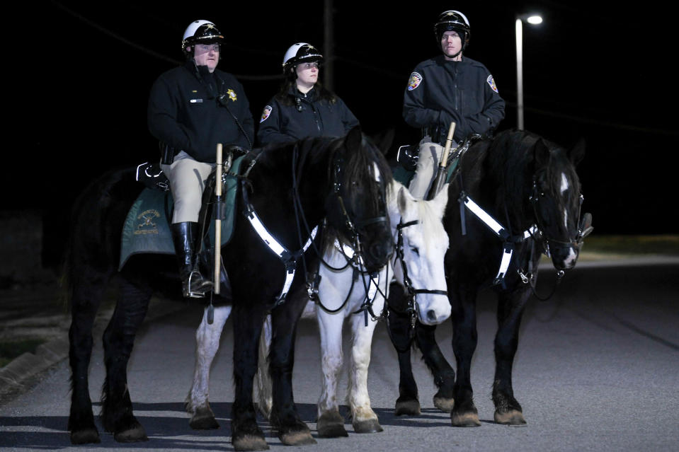 Mounted police outside the Tennessee prison (AP)