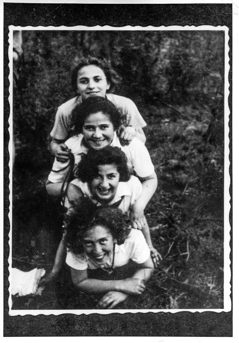 "Members of The Young Guard in Włocławek, Poland, during Lag BaOmer, 1937. Tosia Altman is at the bottom.<span class=""copyright"">Courtesy of Yad Vashem Photo Archive, Jerusalem. 1592/1</span>"