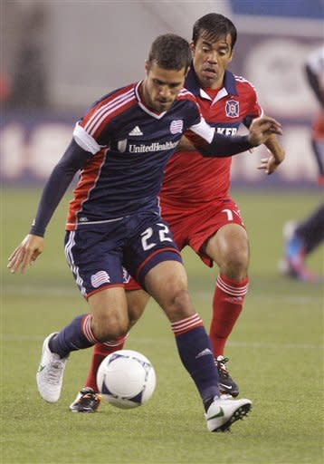 Rowe helps Revolution beat Fire