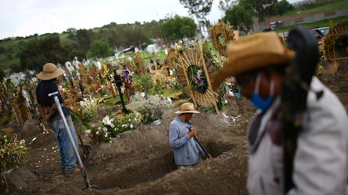 Mexico 3rd in global pandemic deaths, Vietnam struggles anew