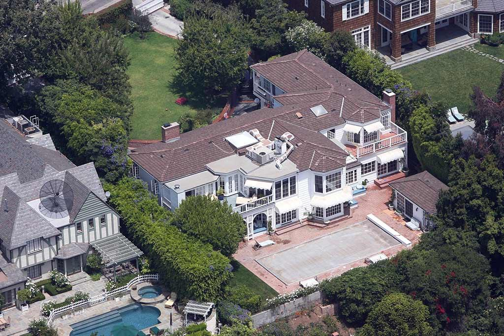 "Rumor has it that ladies man Lance Armstrong has moved into Kate Hudson's lavish lair, a $6 million, seven-bedroom, five-bathroom pad located in the posh Pacific Palisades neighborhood of Los Angeles. JM/<a href=""http://www.x17online.com"" target=""new"">X17 Online</a> - July 7, 2008"