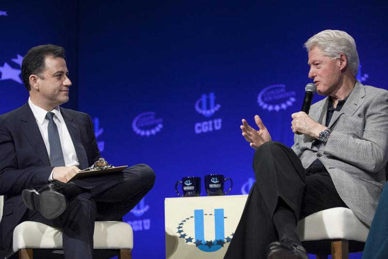 Comedian Jimmy Kimmel (L) and former President Bill Clinton discuss how technology has enabled change within the world during the closing plenary session on the second day of the 2014 Meeting of Clinton Global Initiative University at Arizona State University in Tempe March 22, 2014. REUTERS/Samantha Sais (UNITED STATES - Tags: POLITICS SCIENCE TECHNOLOGY)