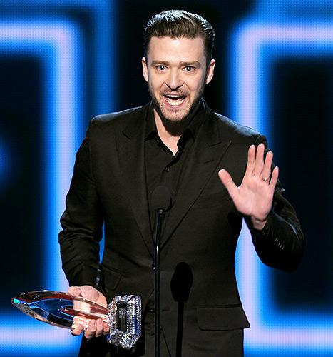 "Justin Timberlake Thanks ""Beautiful Wife"" Jessica Biel During Acceptance Speech at 2014 People's Choice Awards"
