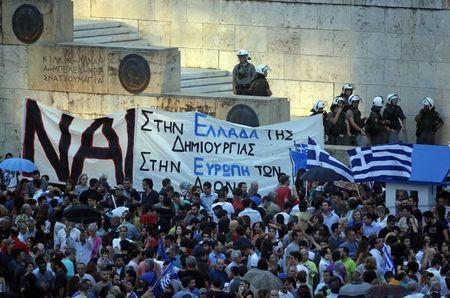 Pro-Euro protestors gather on Constitution (Syntagma) square in front of the parliament building, in Athens, Greece, June 30, 2015. REUTERS/Jean-Paul Pelissier