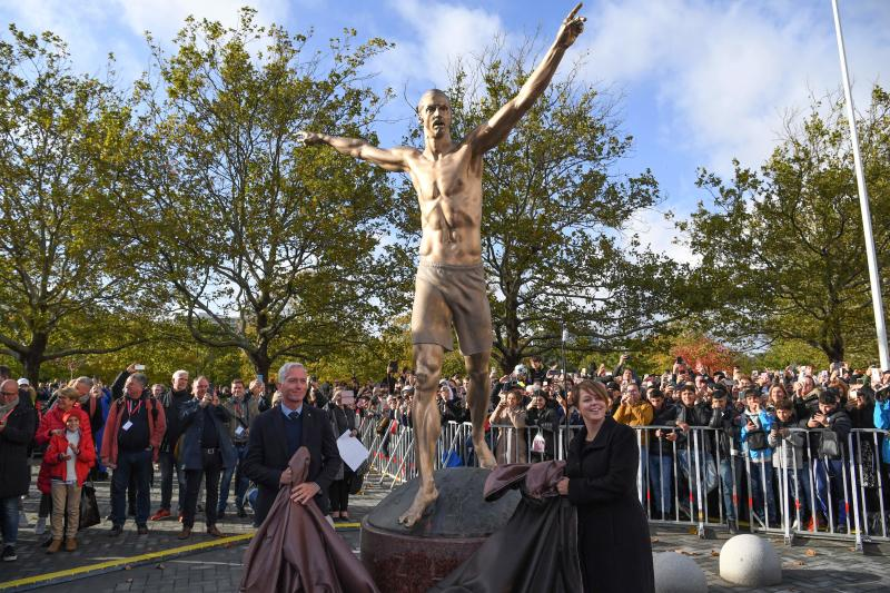Swedish Soccer Federation General Secretary Hakan Sjostrand (L) and Chairman of Malmo municipal executive board Katrin Stjernfeldt Jammeh unveil the 2,7 m bronze statue of Sweden's biggest football star, Los Angeles Galaxy's forward Zlatan Ibrahimovic, on October 8, 2019 near the stadium where he made his professional debut in his hometown of Malmo in southern Sweden. (Photo by Johan NILSSON / TT News Agency / AFP) / Sweden OUT (Photo by JOHAN NILSSON/TT News Agency/AFP via Getty Images)