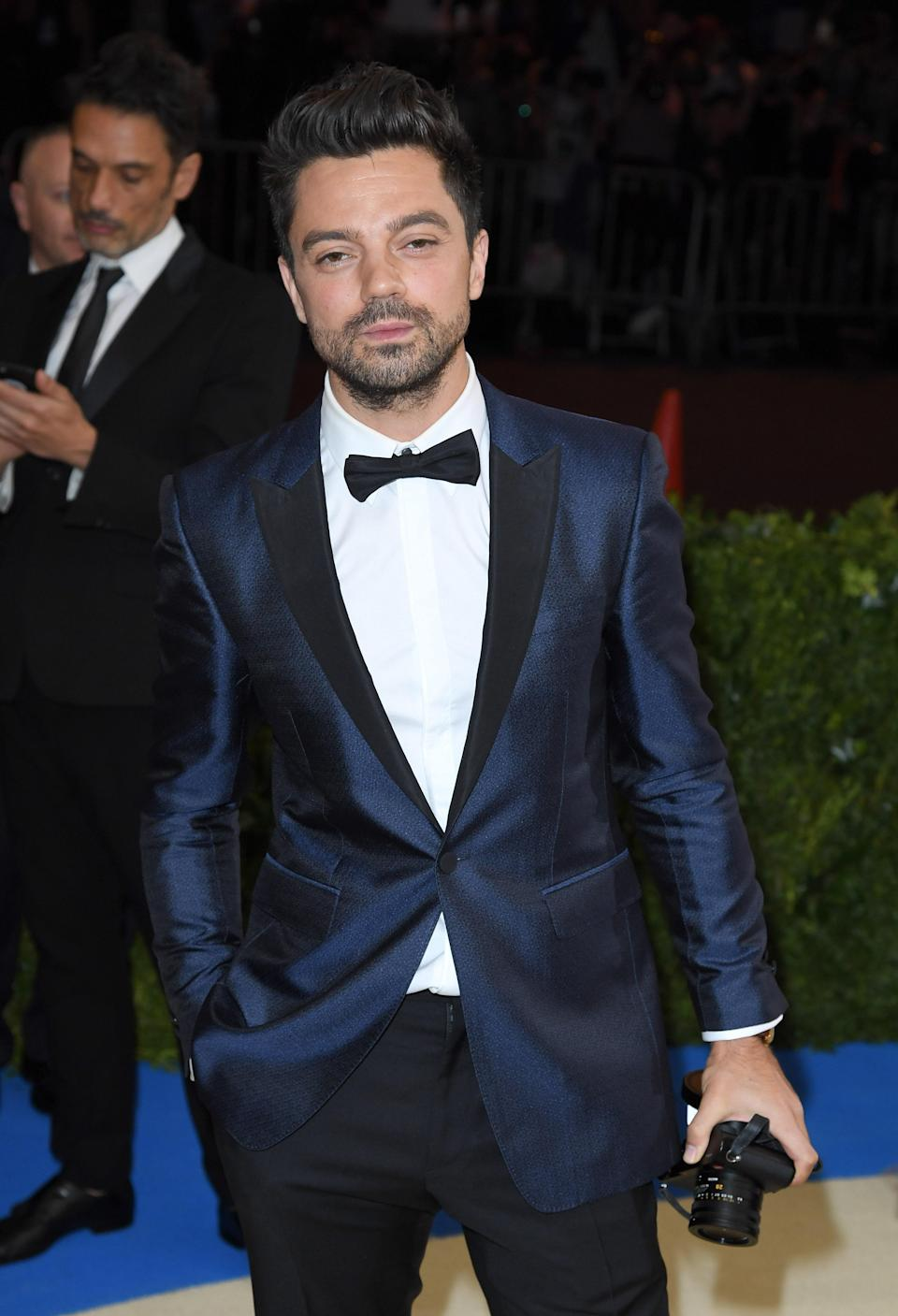 """<h1 class=""""title"""">Dominic Cooper in Burberry</h1> <cite class=""""credit"""">Photo: Getty Images</cite>"""