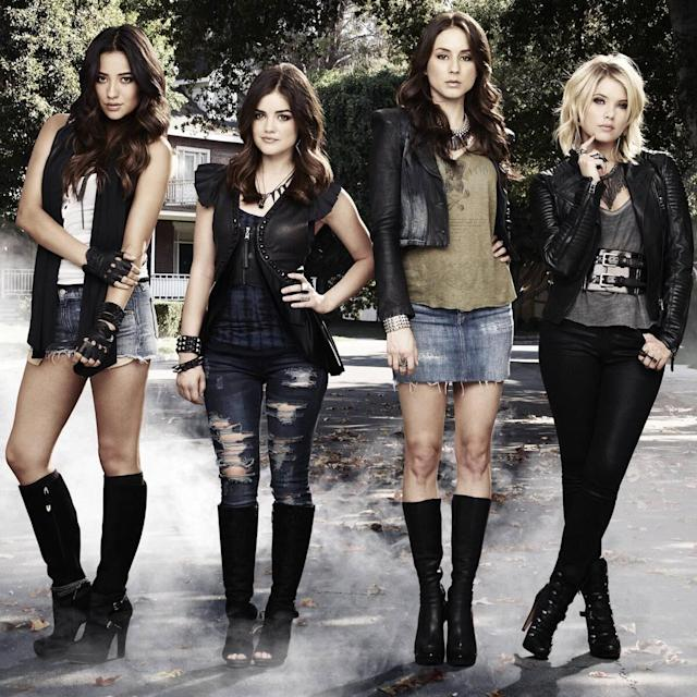 Pretty Little Liars Is Being Rebooted By The Riverdale Creator But Why