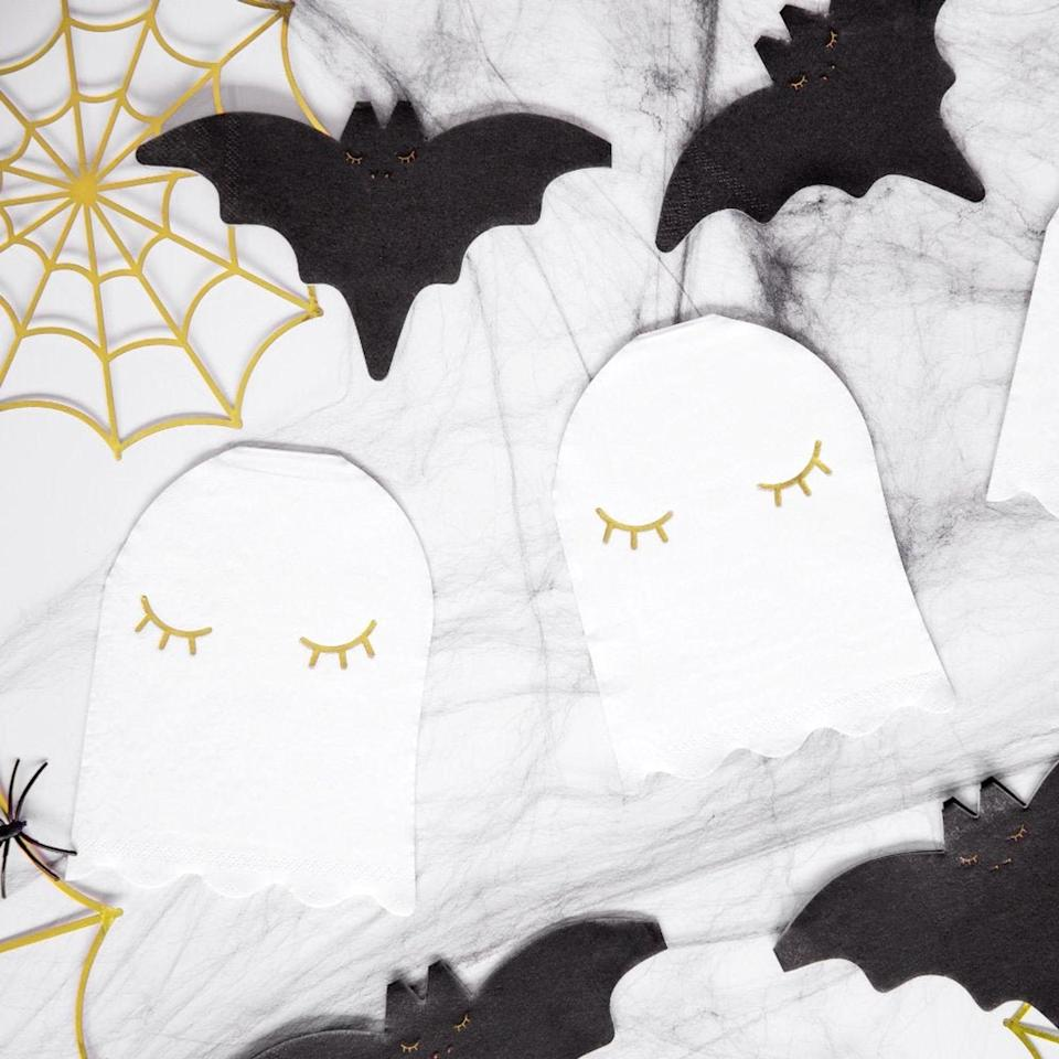 These little ghost-shaped napkins make the perfect addition to any Halloween table.