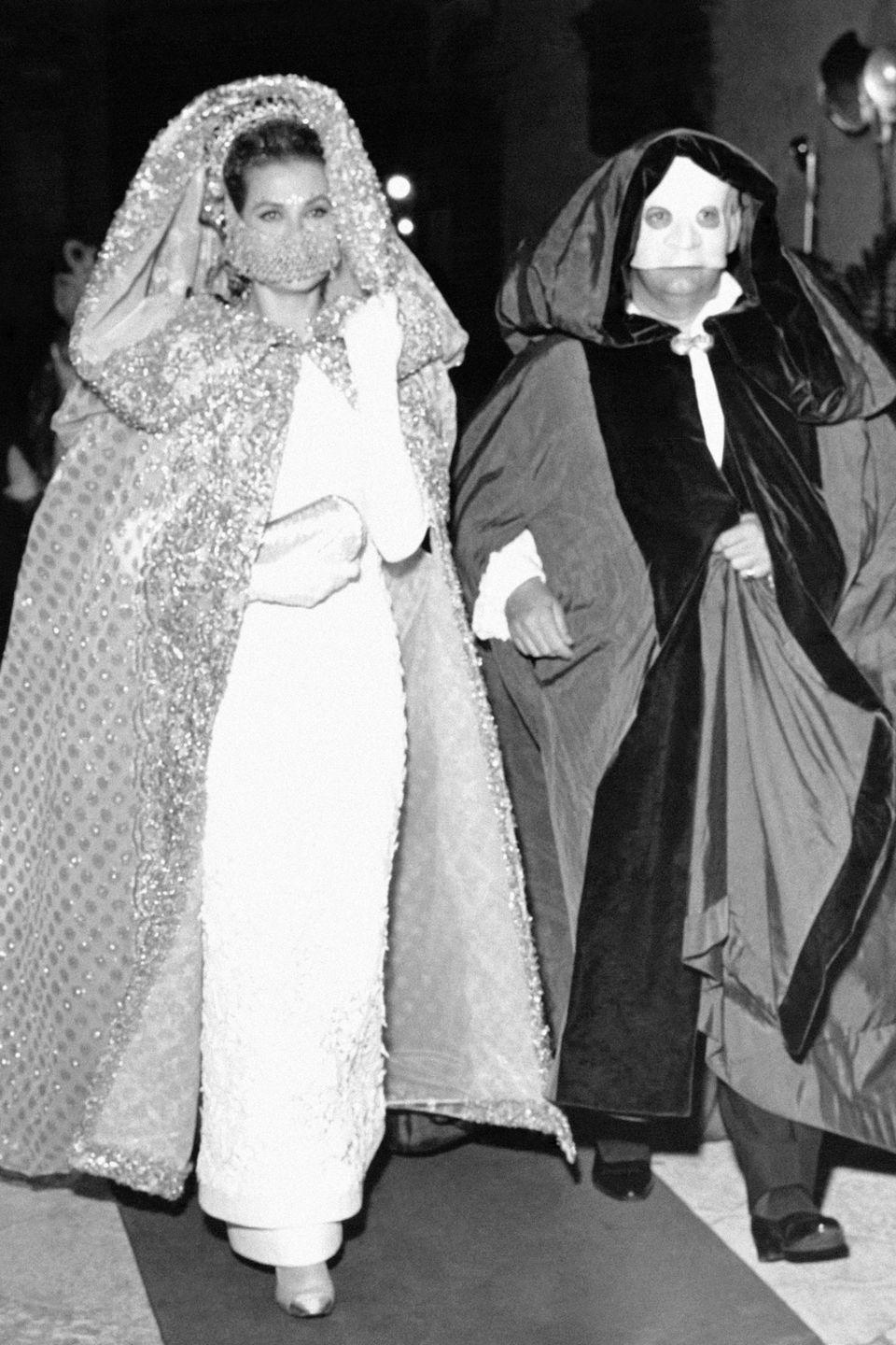 <p>Princess Grace and Prince Rainier of Monaco arriving in masks to a costume ball in Venice, Italy.</p>