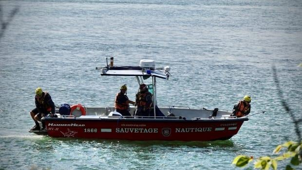 Montreal police and firefighters are using three boats to search for the fisherman. (Simon-Marc Charron/Radio-Canada - image credit)
