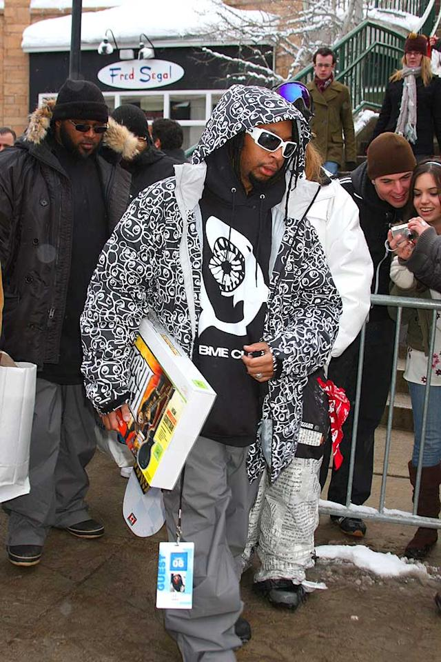 "The stylish king of crunk Lil Jon grabs a copy of Guitar Hero at one of the many gift suites located at the resort. G-Hollywood/<a href=""http://www.splashnewsonline.com"" target=""new"">Splash News</a> - January 21, 2008"