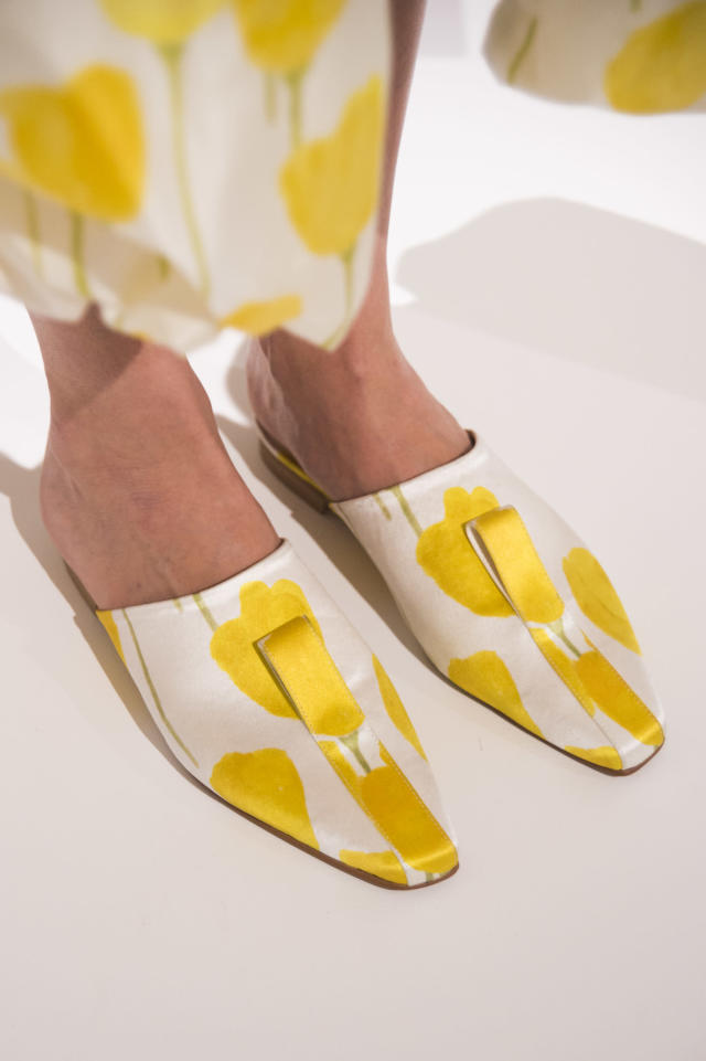<p><i>White and yellow tulip-printed slides from the SS18 Claudia Li collection. (Photo: ImaxTree) </i></p>
