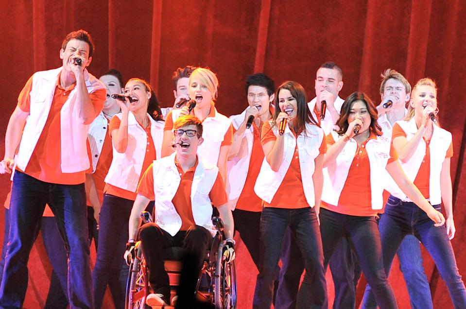 Glee cast performing in Toronto